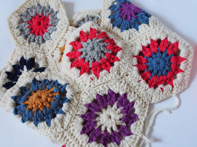 Crocheting Hexagons : Here?s my super speedy crocheted hexagon how-to.