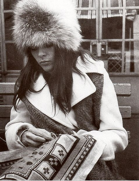 :: Ali MacGraw Crafts
