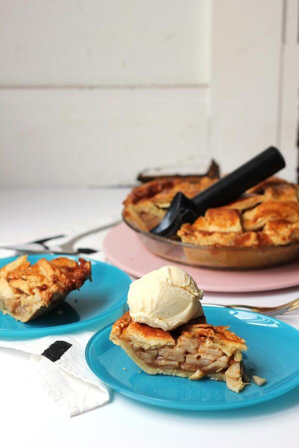 Salted-Caramel-Bourbon-Apple-Pie-3