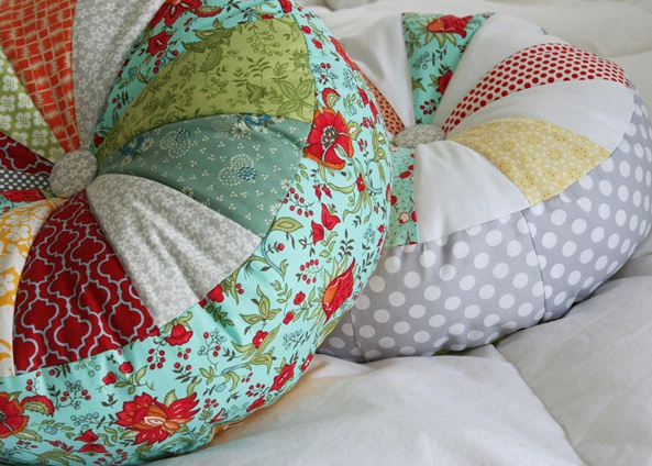 :: The One About Making The Round Patchwork Pillowsmeet me at mikes meet me at mikes